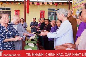 Ban Từ thiện xã hội Phật giáo TP. Hồ Chí Minh trao 1.000 phần quà cho người nghèo Hà Tĩnh