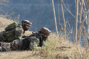 Binh sỹ Ấn Độ và Pakistan đấu pháo và súng ở khu vực Kashmir