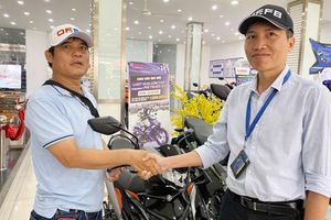 'Hiệp sĩ' Nguyễn Thanh Hải được mạnh thường quân tặng chiếc xe mới