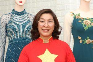 NTK Hà Việt Linh bén duyên với áo dài từ mong muốn giấu 'eo bánh mì'