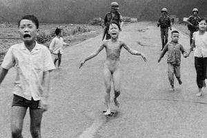 'Em bé Napalm' lọt top bức ảnh thời sự gây sốc nhất