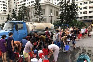 Vụ nước sinh hoạt bốc mùi ở Hà Nội: Bức xúc không giới hạn!