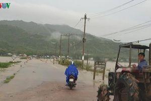 Mưa lớn gây ngập cục bộ ở Bình Định
