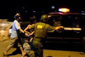 Người đàn ông dí dao dọa cướp nửa triệu đồng của thanh niên 9X bán hủ tiếu ở Sài Gòn