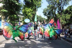 Phố đi bộ Hồ Gươm sôi động cùng màn diễu hành của các nghệ sỹ xiếc