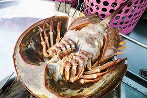 Cua móng ngựa và nhiều món lạ chỉ có ở khu chợ nổi Thái Lan