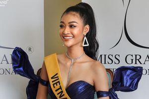 Chủ tịch Hoa hậu Hòa bình đăng video Kiều Loan hát tiếng Việt