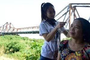 'Ngày đẹp nhất' của những phụ nữ nghèo chân cầu Long Biên