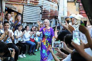 Ngày đẹp nhất của những cụ bà ở xóm trọ nghèo dưới chân cầu Long Biên