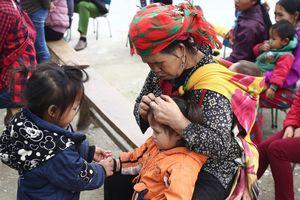 Theo chân nhóm tình nguyện 'Áo ấm cho em' về Hà Giang