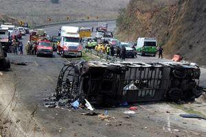 Xe tải đâm liên hoàn khiến 13 người thương vong ở Mexico
