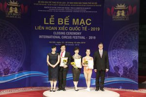 'Hoàng tử trăn' Tống Toàn Thắng đoạt giải Đạo diễn xuất sắc nhất