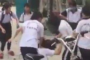 Nhóm học sinh nữ đánh bạn ở Bình Dương chỉ vì màu sắc đôi giày