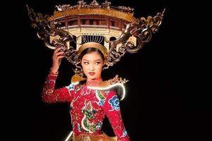 Trang phục dân tộc gắn 2.000 bóng đèn của Á hậu Kiều Loan