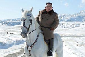 Núi Bạch Đầu và những lần ông Kim mượn truyền thuyết để gửi thông điệp