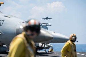 Trên tàu sân bay Mỹ tập trận giữa nhiều tàu TQ ở Biển Đông