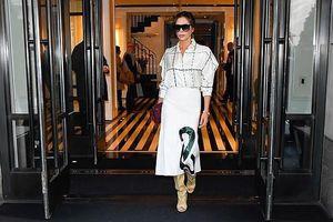 Victoria Beckham xuống phố sành điệu với trang phục tự thiết kế