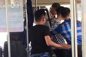 Nhóm đàn ông xăm trổ đánh nữ phục vụ xe buýt nhập viện