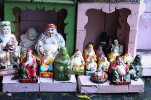 Cận cảnh 'bộ sưu tập' hơn 1.000 tượng thần tài, thổ địa của ông lão 80 tuổi ở Thủ Đức