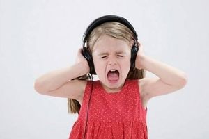 Mẹ bối rối khi con 4 tuổi luôn nói ngược, làm ngược với người lớn