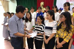Zhishan trao học bổng cho hơn 100 sinh viên vượt khó tại Huế