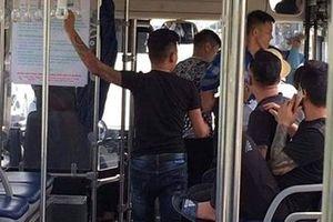 Nữ nhân viên xe buýt nhập viện vì bị 4 thanh niên hành hung