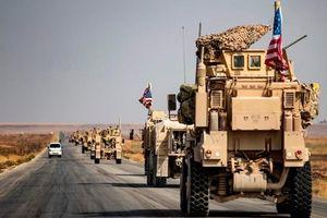 Xe bọc thép chở binh sĩ Mỹ rút khỏi Syria tiến vào Iraq