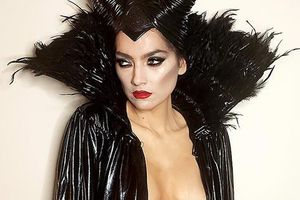 Sao nữ bỏ quên nội y khi hóa trang thành nhân vật của Angelina Jolie