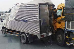 Cao tốc Trung Lương ùn tắc 5 km sau tai nạn liên hoàn giữa 3 ôtô