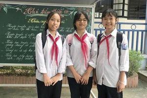 Chủ tịch UBND TP tặng danh hiệu 'Người tốt – việc tốt' cho 3 học sinh nhặt 50 triệu đồng, trả người đánh mất