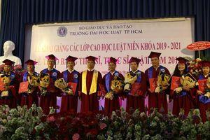Trường ĐH Luật TP.HCM trao bằng tốt nghiệp cho gần 140 tân thạc sĩ, tiến sĩ