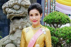 Lý lịch và hình ảnh của cựu hoàng quý phi Sineenat 'bốc hơi' trên trang web Hoàng gia Thái Lan