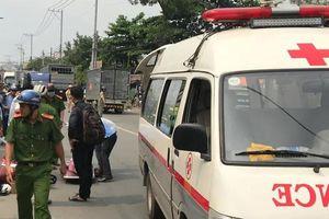 TP.HCM: Tránh xe máy lao ra từ trong hẻm, người phụ nữ bị xe tải cán tử vong
