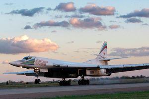 'Máy bay lạ' tới gần căn cứ Hmeymim, oanh tạc cơ Tu-160 của Nga sắp ném bom ở Syria