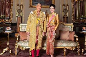 Vừa phế truất Hoàng quý phi, Vua Thái Lan bất ngờ sa thải tướng cận vệ Hoàng gia