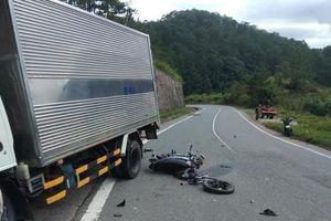 Lâm Đồng: Tông vào xe ô tô chạy ngược chiều, 2 em học sinh thiệt mạng