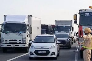 Cao tốc TP. Hồ Chí Minh - Trung Lương giao thông ùn tắc 5km