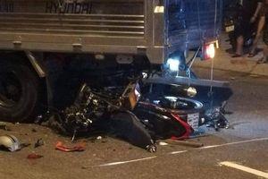 Đâm vào đuôi xe tải trên QL1, nam thanh niên đi xe máy thiệt mạng