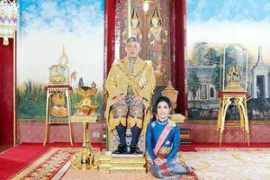 Đằng sau vụ Hoàng quý phi Thái Lan bị phế truất