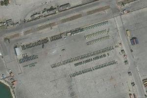 Nga ồ ạt đưa lô khí tài quân sự 'khủng' gồm hàng chục xe tăng, thiết giáp tới Syria