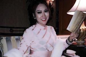 Đã mặc lỗi mốt thì chớ, Phi Thanh Vân lại lộ nội y dưới lớp áo mỏng cực kỳ phản cảm