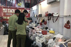 Thu hơn 1.000 túi xách gắn mác hàng hiệu giá chỉ từ 30.000 đồng