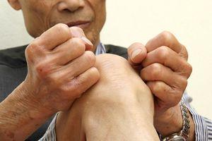 Chuyên gia Pháp tham gia khám và tư vấn miễn phí cho bệnh nhân khớp gối