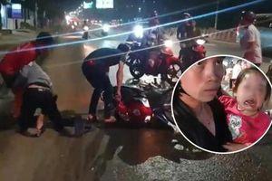 Bình Dương: Hàng chục xe ngã dúi dụi vì đường đầy dầu nhớt