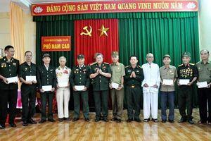 Thanh Hóa: Trao tặng quà cho gia đình liệt sĩ và thương binh là quân tình nguyện