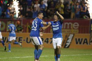 Hà Nội FC thua đậm trong ngày nhận cúp, HAGL tiễn Khánh Hòa xuống hạng