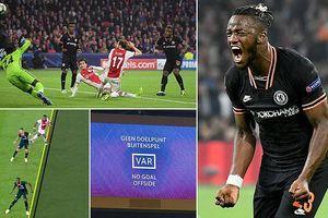 VAR cứu thua giúp Chelsea thắng kịch tính Ajax trên sân khách