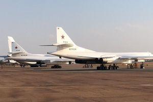 Cặp máy bay ném bom hạt nhân siêu thanh lớn nhất thế giới của Nga hạ cánh tại châu Phi