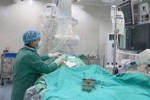 Bác sĩ căng thẳng cứu cô gái trẻ bị vỡ gan, vỡ thận