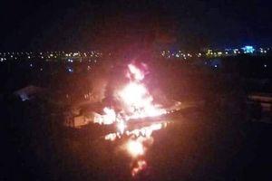 Đang cháy lớn khu nhà xưởng 2.000 m2 ở TP.HCM